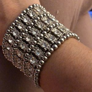 Jewelry - Beautiful and Bold stretchy bling cuff
